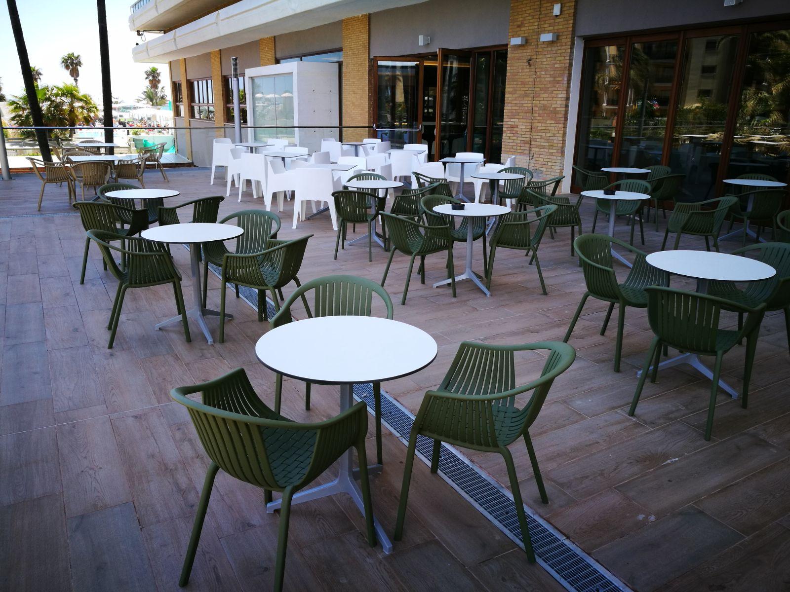 sillas mesas terraza exterior hosteleria