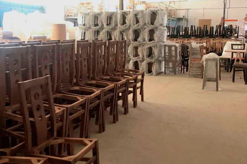 Empaquetado de sillas en INOU