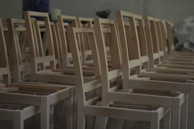 Almacenaje de estructuras de sillas en crudo