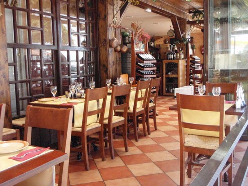 Sillas mesas Restaurante Los Mellizos