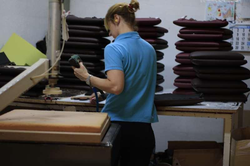 Tapicería de sillas en INOU fabricante mobiliario